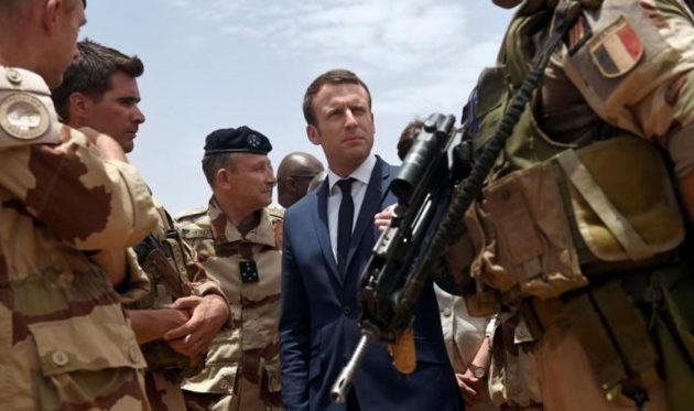 Γάλλοι στρατιωτικοί προειδοποιούν τον Μακρόν για εμφύλιο πόλεμο