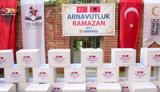 Η Τουρκία μοίρασε τρόφιμα για το Ραμαζάνι σε φτωχούς Αλβανούς μουσουλμάνους