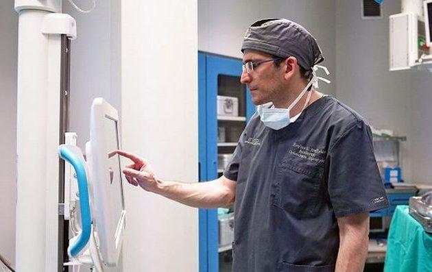 Ρομποτική αρθροπλαστική γόνατος (ROSA): Η πιο σύγχρονη ορθοπεδική τεχνολογία στα «πόδια» σας