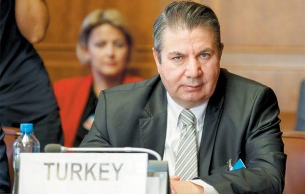 Ο Τούρκος αναπληρωτής ΥΠΕΞ πάει στο Κάιρο για συνομιλίες με την κυβέρνηση Σίσι