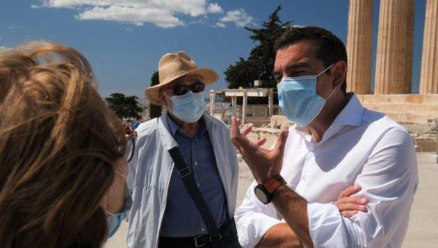 Στην Ακρόπολη ο Τσίπρας: Σταματήστε να κακοποιείτε την πολιτιστική μας κληρονομιά