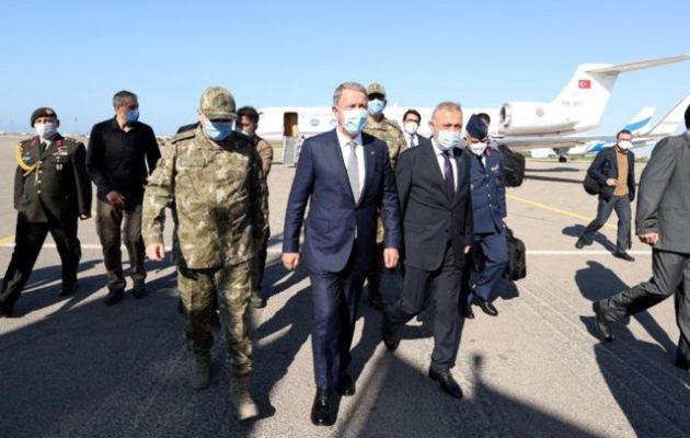 Οργή στη Λιβύη για την αποικιοκρατική επίσκεψη Ακάρ στη βάση της Μιτίγκα