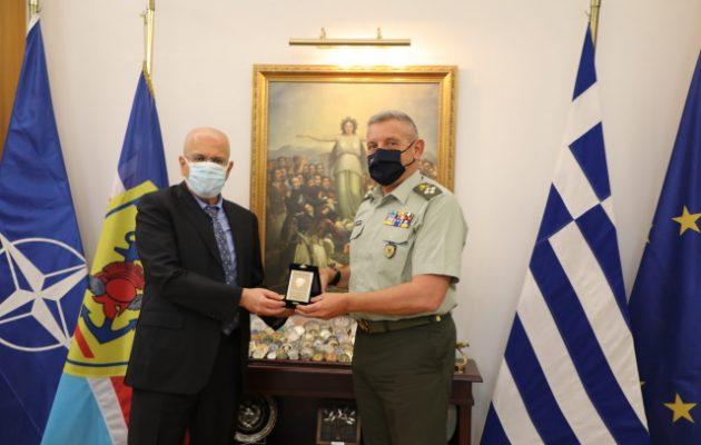Ο στρατηγός Φλώρος συναντήθηκε με τον πρέσβη του Ισραήλ Γιόσι Αμράνι