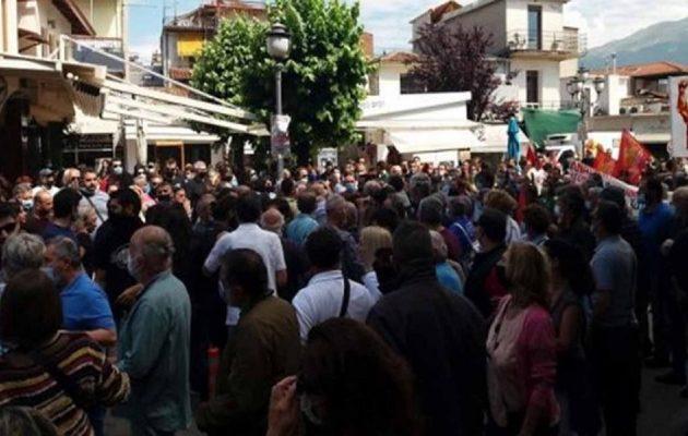 Απεργία: Χτύπησαν τον πρώην βουλευτή του ΣΥΡΙΖΑ Χρήστο Μαντά στα Ιωάννινα (βίντεο)