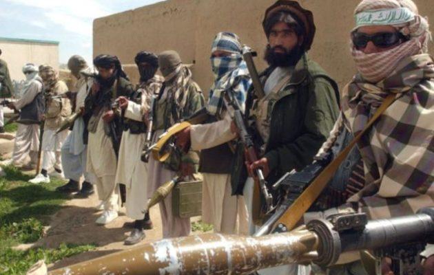 Οι Ταλιμπάν «θερίζουν» Αφγανούς στρατιώτες ενώ τα δυτικά στρατεύματα αποχωρούν από τη χώρα