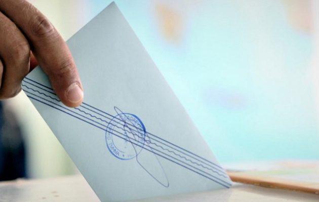 Η μετάλλαξη «Δ» καθορίζει τις πολιτικές εξελίξεις – Το ενδεχόμενο πρόωρων εκλογών