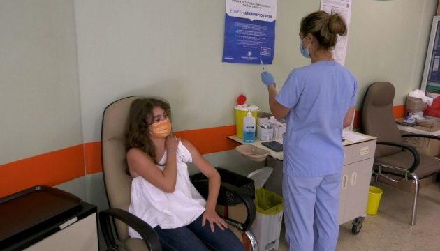 Λάρισα: Τι είπε η πρώτη 15χρονη που εμβολιάστηκε