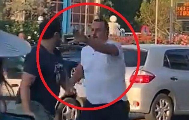 Ο ΣΚΑΪ είναι καθεστώς; Κάμεραμαν του ΣΚΑΪ κυνηγούσε να δείρει πολίτη (βίντεο)
