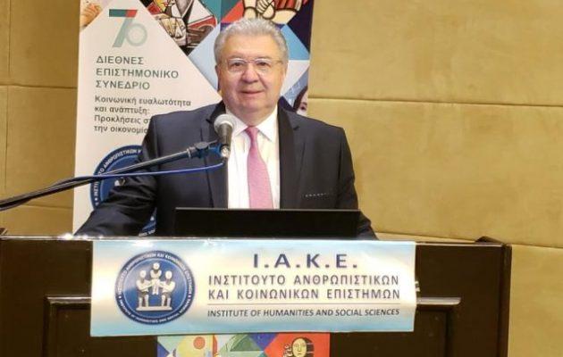 Το Ι.Α.Κ.Ε. βράβευσε τον Γιάννη Χρυσουλάκη για την προσφορά του στην Ομογένεια και τη διεθνή προβολή της Ελλάδας