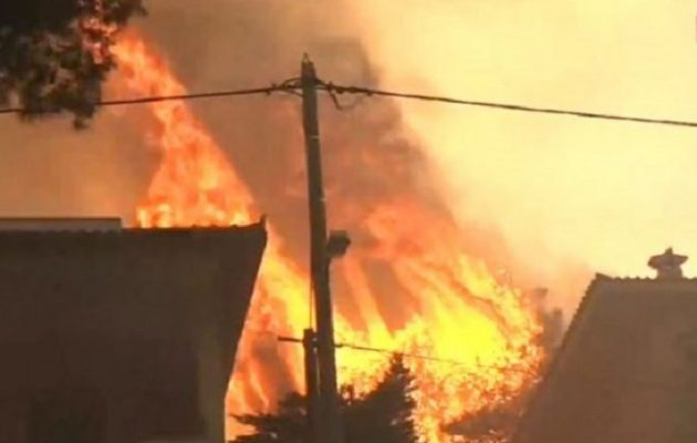 Φωτιά στη Βαρυμπόμπη: Eκκενώνεται και το Ολυμπιακό Χωριό