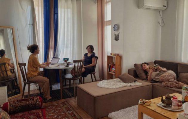 Φωτογραφία Βάιραλ: Τέσσερις γυναίκες δημοσιογράφοι κρύβονται από τους Ταλιμπάν