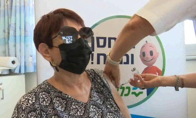 Το Ισραήλ χορηγεί τρίτη ενισχυτική δόση εμβολίου στους άνω 60 ετών