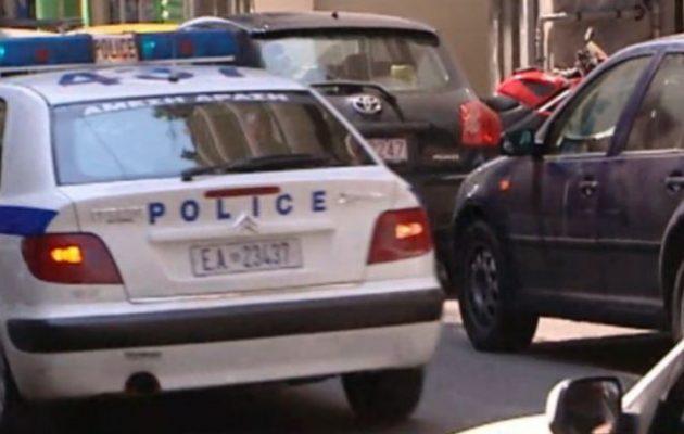 Πυροβόλησε τη γυναίκα του μέσα σε καφενείο στη Λάρισα