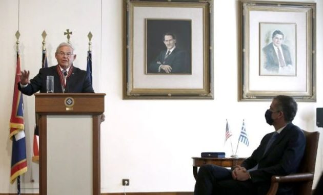 """Ρόμπερτ Μενέντεζ: «Η Ελλάδα αποτελεί τον """"φάρο ελπίδας"""" σε σχέση με την ελευθερία»"""