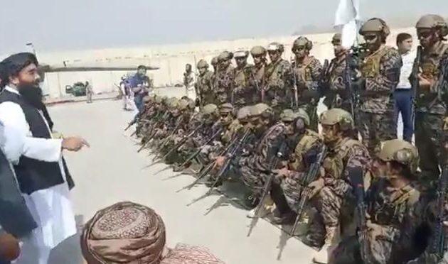 «Τακτικές» μονάδες των Ταλιμπάν στο αεροδρόμιο της Καμπούλ και «παρέλαση» θριάμβου