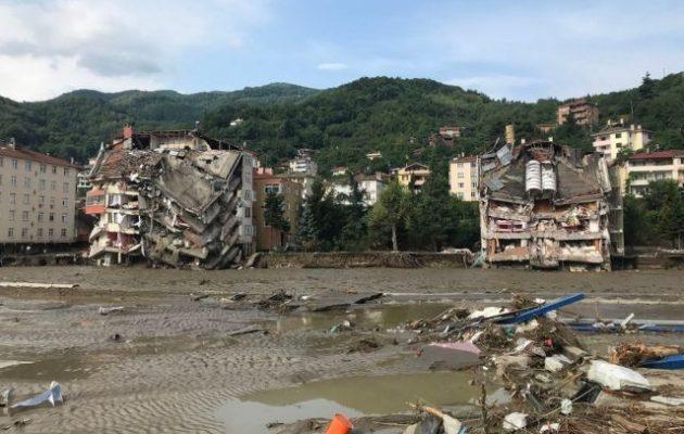 Τουρκία: Τουλάχιστον 40 νεκροί από τις πλημμύρες στον Πόντο (φωτο)