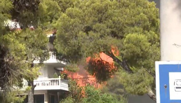 Τρόμος και χάος! Καίγονται πολυκατοικίες στη Βαρυμπόμπη – Εκκενώνονται και οι Θρακομακεδόνες