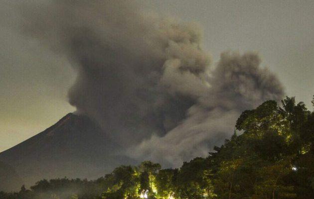 Τρόμος στην Ισπανία: Εξερράγη το ηφαίστειο Κούμπρε Βιέχα στο νησί Λα Πάλμα (βίντεο)