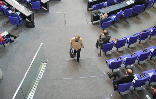 Μπούντεσταγκ: Επεισοδιακή η τελευταία ομιλία της Μέρκελ – Γιατί της φώναζαν «ντροπή»