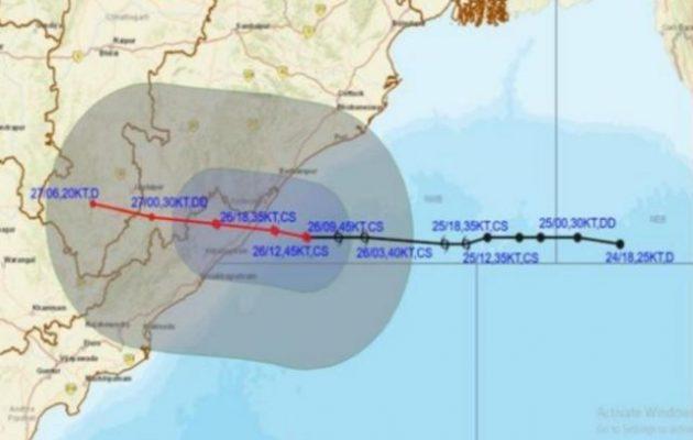 Ισχυρός κυκλώνας πλησιάζει τις ακτές της αν. Ινδίας – Δεκάδες χιλιάδες άνθρωποι απομακρύνονται