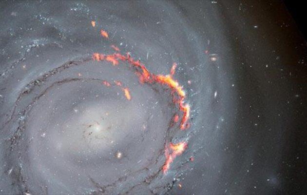 Εντοπίστηκε μακρινός γαλαξίας που βιώνει το φαινόμενο «μπούμεραγκ»