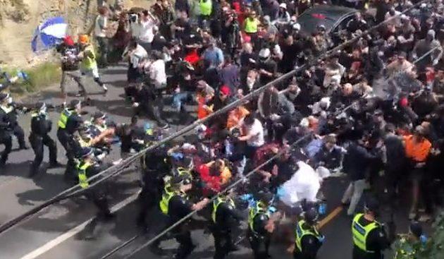 Βίαιες συγκρούσεις στη Μελβούρνη σε διαδήλωση κατά των περιοριστικών μέτρων (βίντεο)