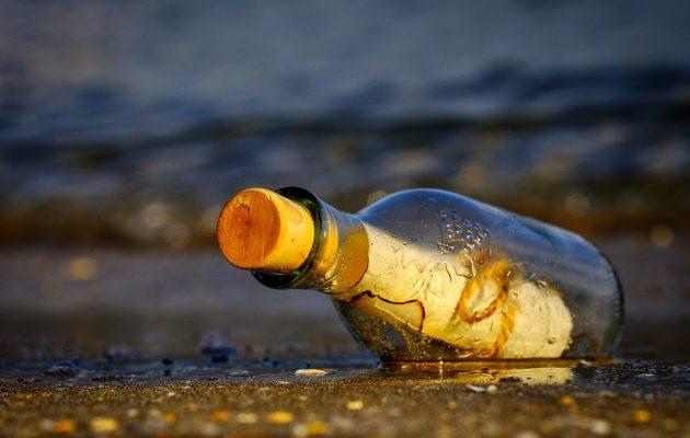 Μπουκάλι με μήνυμα από την Ιαπωνία ξεβράστηκε στη Χαβάη μετά από 37 χρόνια