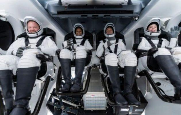 SpaceX: Η πρώτη αποστολή στο διάστημα με τουρίστες, δίχως επαγγελματία αστροναύτη, είναι γεγονός