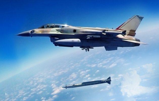 Εξοπλισμοί-φόβητρο στην Πολεμική Αεροπορία: Ισραηλινοί πύραυλοι και «έξυπνες» βόμβες