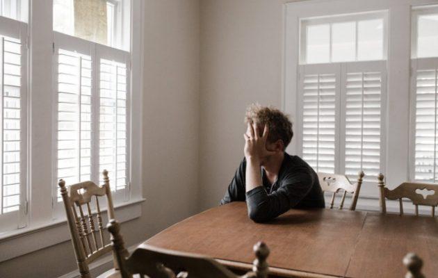 Ένας νέος αυτοκτονεί κάθε 11 λεπτά λόγω κατάθλιψης